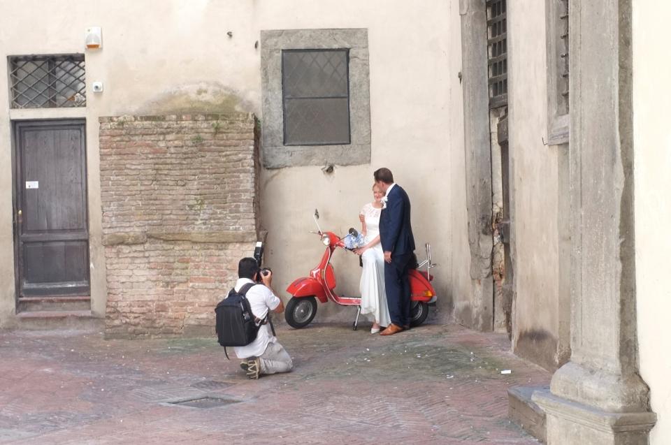 Wedding photoshoot in Sienna, Italy